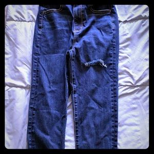 American Eagle destroyed jeans. Hi-rise jegging